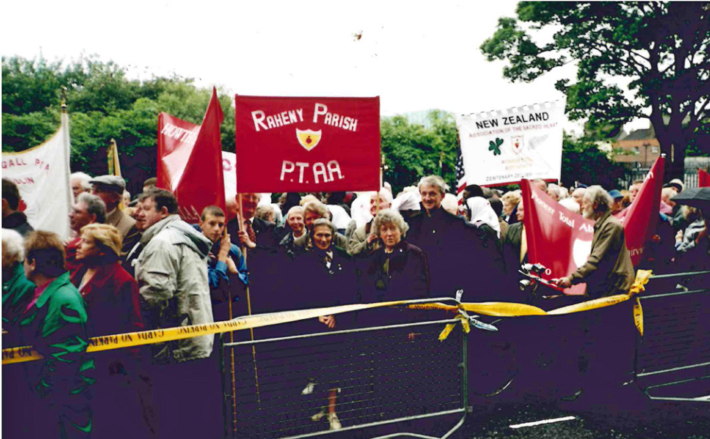 Raheny Parish Pioneers on their way to the Centenary Celebrations in Croke Park, May 1999
